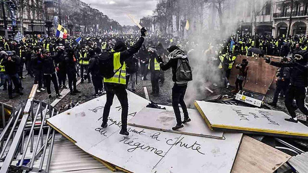 Los-'Chalecos-amarillos'-se-tomaron-París-2
